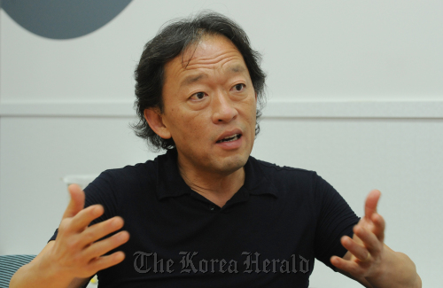 Chung Myung-whun, music director and conductor of the Seoul Philharmonic Orchestra, speaks during an interview in Seoul on Wednesday. (Ahn Hoon/The Korea Herald)
