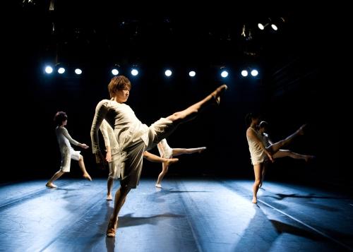 "A scene from the dance ""AM 8"" at the KKIRI DANCE FESTIVAL 2011 (KKIRI DANCE FESTIVAL)"