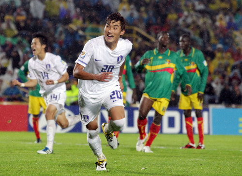 Korea's Jang Hyun-soo celebrates his goal against Mali in the opening match in Group A of the U20 World Cup. (Yonhap News)