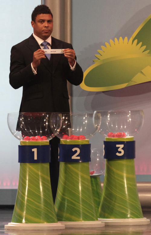 Former soccer great Ronaldo takes part in the preliminary draw of the 2014 FIFA World Cup. (AP-Yonhap News)