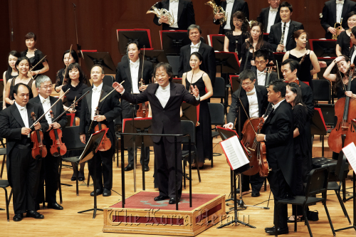 Conductor Chung Myung-whun and the Asia Philharmonic Orchestra at the Seoul Arts Center's Concert Hall on Sunday (Miracle of Music)