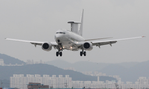 The Peace Eye, an early warning and control aircraft developed by the U.S. defense giant Boeing, arrives at an Air Force base in Gimhae, South Gyeongsang Province, Monday. (Yonhap News)