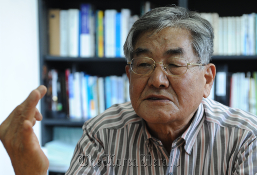 Yoon Hyun, chairman of the Citizens' Alliance for North Korean Human Rights, speaks in a recent interview with The Korea Herald at his office in Seoul. (Lee Sang-sub/The Korea Herald)