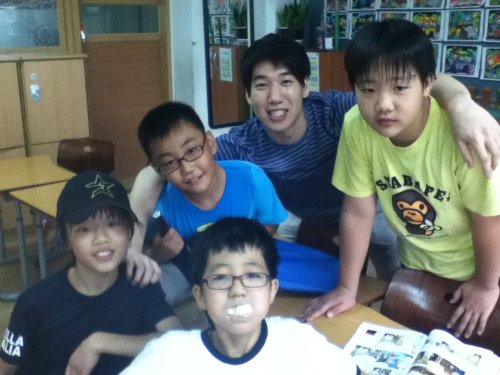 A mentor participates in Teach for Korea in Seoul. (Teach for Korea)