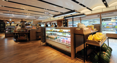 CJ Foodworld takes the gourmet food hall concept to gargantuan proportions. The supermarket corner on the basement floor is just one small slice of a two-story space devoted to food. (Ahn Hoon/The Korea Heral)