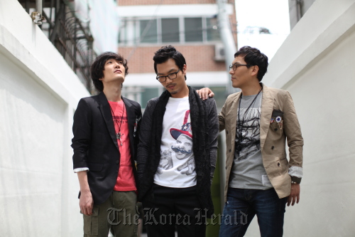 Indie band Every Single Day members (from left): Jung Jae-oo on guitar, Kim Hyo-young on drums and Moon Sung-nam on vocals and bass. (Mirrorball music)