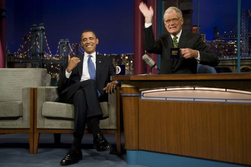 U.S. President Barack Obama (left) jokes with David Letterman during a taping of the Late Show with David Letterman in September 2009 in New York City. (AFP-Yonhap News)