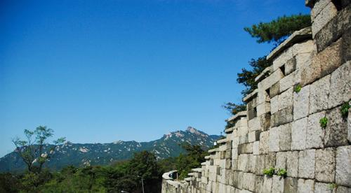 The Seoul Fortress with a view of Mount Bukhan. (Yonhap News)