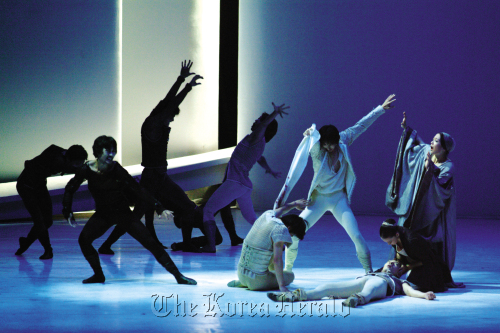 """A scene from Korea National Ballet's """"Romeo and Juliet."""" (KNB)"""