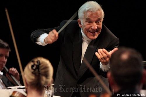 Vladimir Ashkenazy, the Sydney Symphony Orchestra. (Vincero)