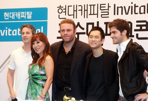 Conductor Seven Mercurio (from left), soprano Sumi Jo, tenor Joseph Calleja, violist Richard Yongjae O'Neill and guitarist Milos Karadaglic at a press conference in Seoul, Friday. (Yonhap News)