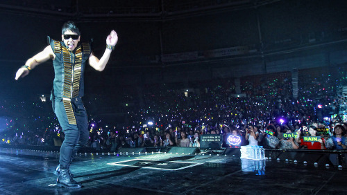 """Rain performs during the """"Rain the Best Show"""" at the Gymnastics Stadium in Olympic Park on Saturday. (Yonhap News)"""