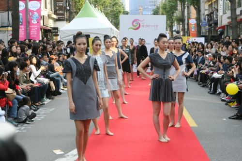 Models on the runway during the 2010 Gangnam Fashion Festival Week (Gangnam District Office)