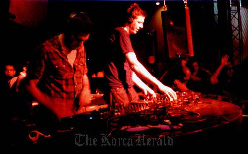 British electronic music duo Groove Armada (CJ E&M)