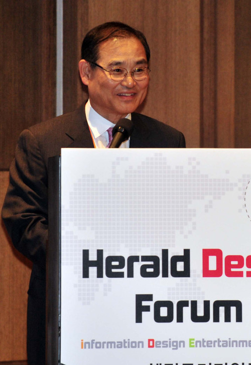 Herald Media CEO and publisher Yoo Byung-chang delivers a speech at the VIP welcoming dinner at The Shilla hotel in central Seoul on Wednesday.