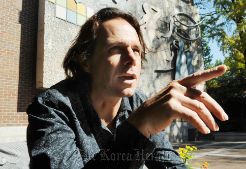 """Popular Czech singer and composer Janek Ledecky, who directed the musical """"Hamlet,"""" during an interview with The Korea Herald in Seoul, Wednesday. (Park Hyun-koo/The Korea Herald)"""