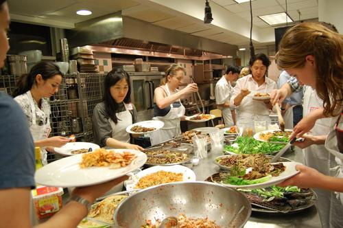 """Participants of """"The Korean Plate"""" enjoy a spread of Korean dishes. (Yonhap News)"""