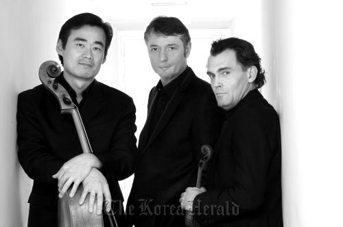 Trio Owon members from left: cellist Yang Sung-won, pianist Emmanuel Strosser and violinist Olivier Charlier.(LG Arts Center)
