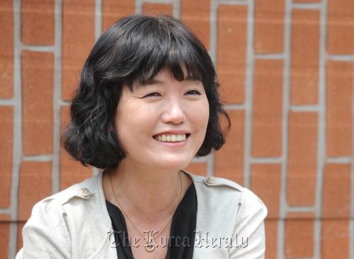 Author Kim In-suk. (Lee Sang-sub/The Korea Herald)