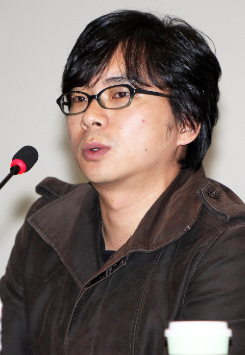 """Director Ahn Sang-hoon, who made his box-office hit thriller """"Blind"""" into Korea's first """"barrier-free"""" film, speaks during a press conference in Seoul, Monday. (Yonhap News)"""