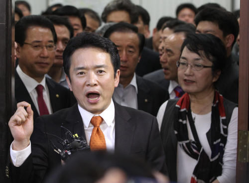GNP Rep. Nam Kyung-pil, chairman of the parliamentary foreign affairs and trade committee, denounce opposition parties Monday for sabotaging the committee session which was to deal with the Korea-U.S. FTA bill. (Yonhap News)