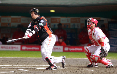 Lee Dae-ho has hit at least 20 homers in seven of his eight full seasons with the Giants. (Yonhap News)