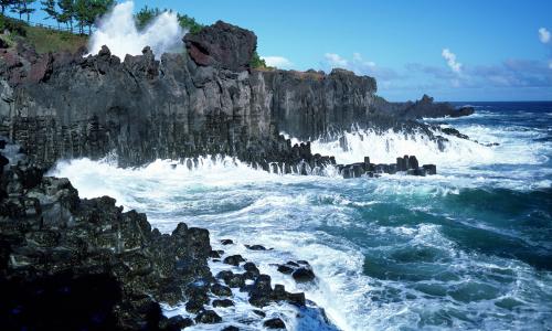The Jusangjeolli Cliff on Jeju Island. (Jeju Special Self Governing Province)