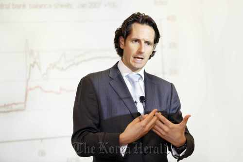 Frederic Neumann, co-head of Asian economics research at HSBC, speaks at a Seoul news conference Wednesday. (HSBC)