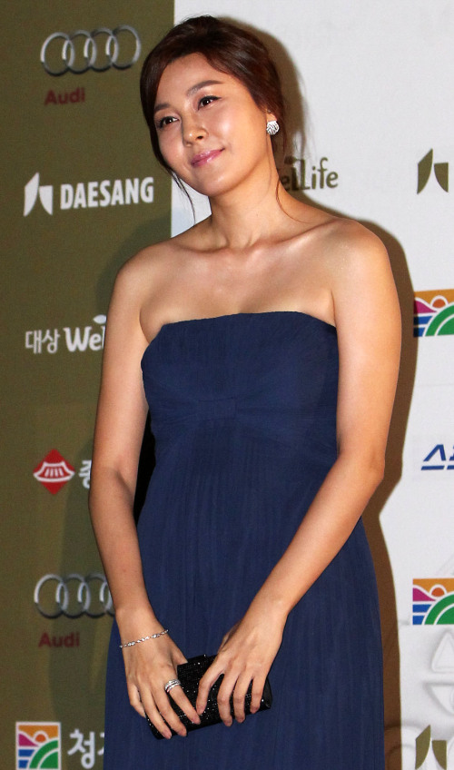 Actress Kim Ha-neul at the Blue Dragon Film Awards in Seoul on Friday. (Yonhap News)