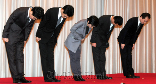 Nexon Korea CEO Seo Min (right) and other executives bow in apology for the leak of customers' data in a press conference at the Renaissance Seoul Hotel on Monday. (Ahn Hoon/The Korea Herald)