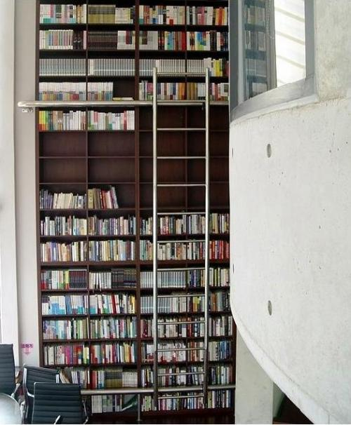 A bookshelf located in Hainaim Publishing building, in Seogyodong, Seoul, which is widely-known and admired among book gluttons. (Hainaim Publishing Co. Ltd.)