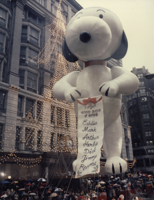 """One of the historic photos featured in the """"America's Parade: Celebrating 85 Years of the Macy's Thanksgiving Day Parade"""" exhibit at the Children's Museum of Manhattan in New York (AP-Yonhap News)"""