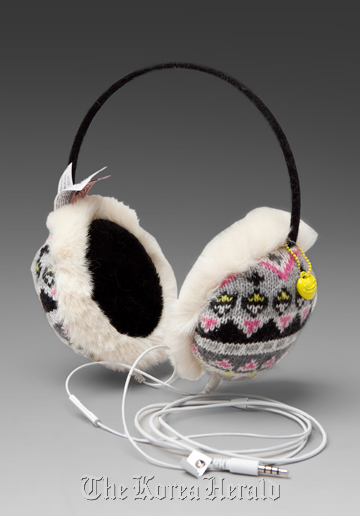 how to make sound play through headphones and spaekers