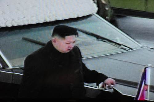 This TV grab taken from North Korean TV on Wednesday shows Kim Jong-un walking beside the convoy carrying the body of his father and late leader Kim Jong-il near Kumsusan Memorial Palace in Pyongyang. (AFP-Yonhap News)