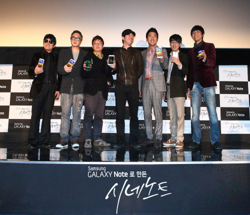 "Crew for Samsung Galaxy Note-made film project ""Cine Note"" pose for a photo during a press conference at CGV Cheongdam on Monday. (KPR)"