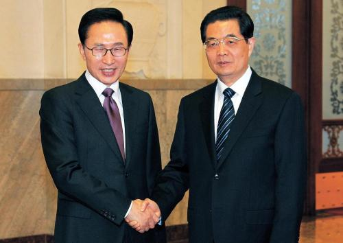 President Lee Myung-bak met with Chinese President Hu Jintao in January to discuss a possible Korea-China FTA among other issues.
