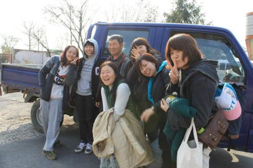 WWOOF Korea members help out at a farm in South Jeolla Province on a previous volunteer trip. (WWOOF Korea)