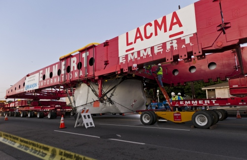 """A 200-foot-long transporter almost three freeway lanes wide carries a 340-ton granite boulder, standing 21 feet, 10 inches high and measuring 32 feet across to its new home at the Los Angeles County Museum of Art where it will become the centerpiece of artist Michael Heizer's """"Levitated Mass"""" in Los Angeles on Friday. (AP-Yonhap News)"""