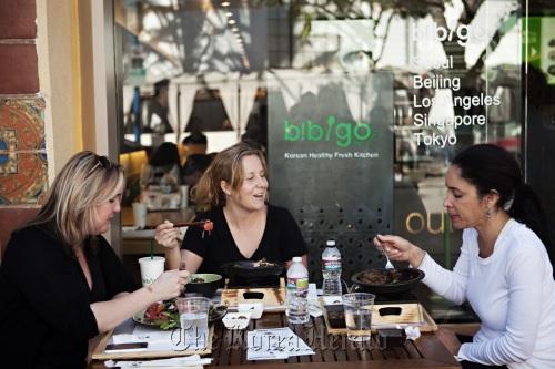 Customers eat bibimbap at a Bibigo restaurant in Los Angeles. (CJ Foodville)