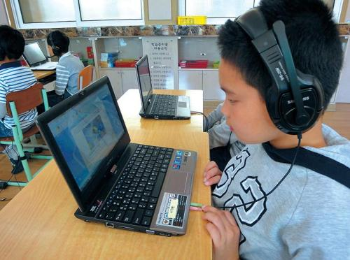A student at Sosu Elementary School looks at a computer screen in a class using digital textbooks.(Sosu Elementary School)