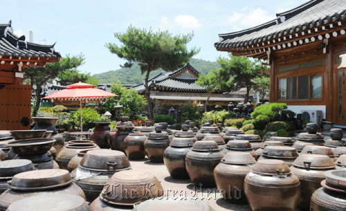 Jars containing gochujang fill the courtyard at a house in Sunchang Traditional Gochujang Folk Village. (Sunchang County)