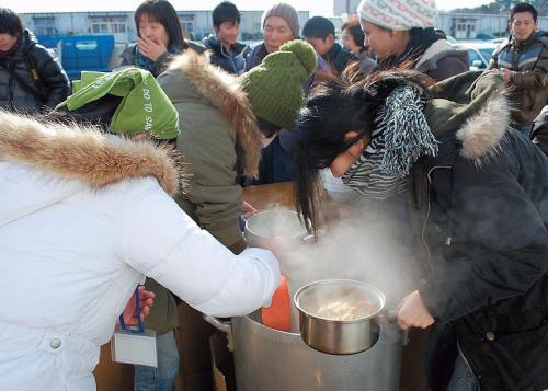 Student volunteers with Futokoro prepare crab soup to disaster victims in Japan's tsunami-stricken Miyagi prefecture in December last year. (Futokoro)