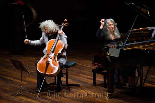 Pianist Martha Argerich (right) performs with cellist Mischa Maisky at the 2009 Martha Argerich Project. (A. Heitmann/Lugano Festival)
