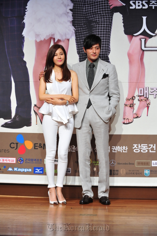"Actor Jang Dong-gun (right) and actress Kim Ha-neul attend the press conference for their upcoming SBS drama ""A Gentleman's Dignity"" in Seoul, Wednesday. (SBS)"
