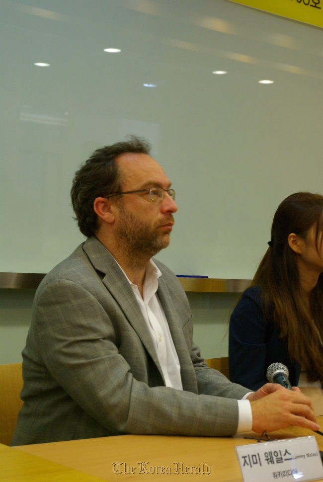 Wikipedia co-founder Jimmy Wales speaks during a news conference on Tuesday in Seoul. (Korea Venture Business Association)