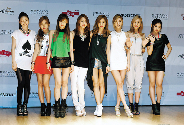 Members of girl group After School pose for photo at a press conference held in Seoul, Wednesday. (Pledis)