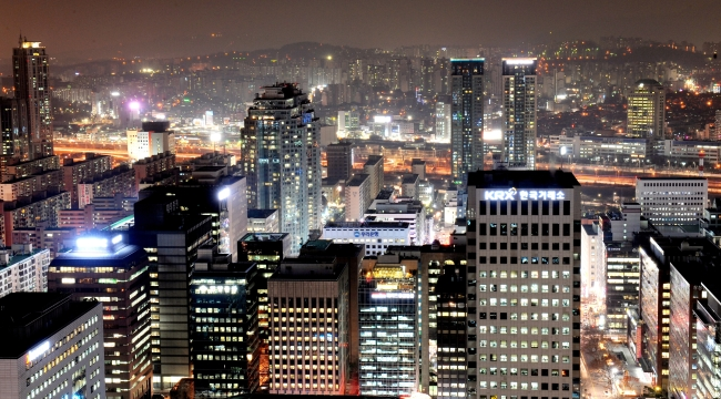 Offices remain lit up into the night in Yeoido, Seoul's finacial district. The nation's demanding work culture means that many employees work way beyond regular office hours. (The Korea Herald)
