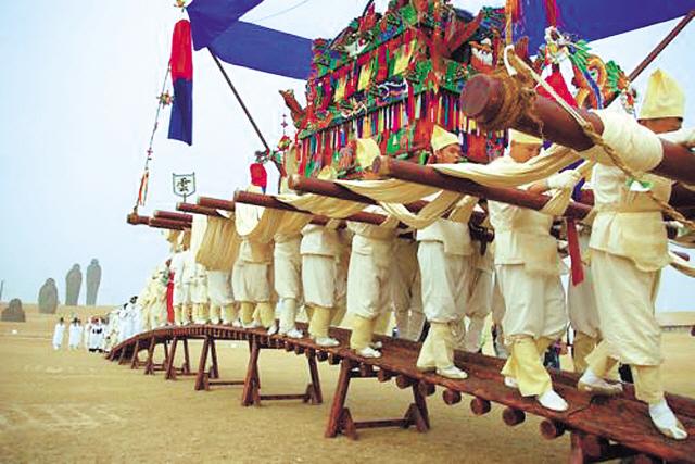 Traditional Korean funeral procession (Yonhap News)