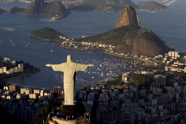 In this file photo from May 30, 2011, the statue of Christ the Redeemer and Sugarloaf Mountain make up part of the iconic landscape in Rio de Janeiro, Brazil. (AP-Yonhap News)
