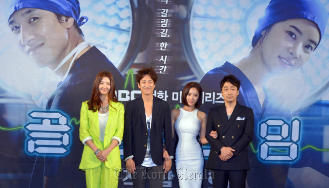 "The cast of MBC's ""Golden Time"" ― (from left to right) Song Sun-mi, Lee Sun-gyun, Hwang Jung-eum, Lee Sung-min ― attend the drama's press conference in Seoul, Monday. (Kim Myung-sub/The Korea Herald)"